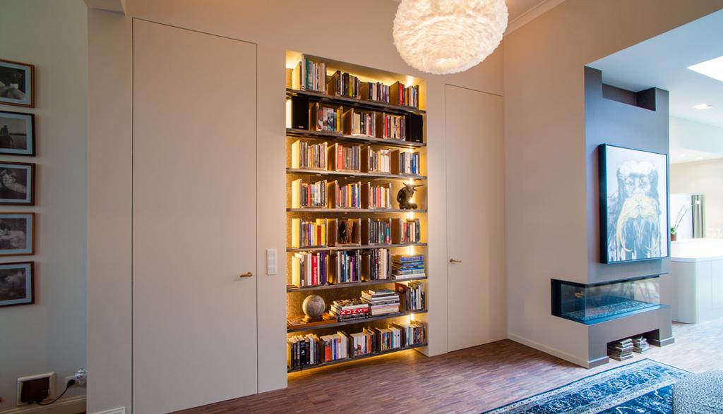Boekenkast op maat met verlichting | Meubelmakerij Ceulemans Lier