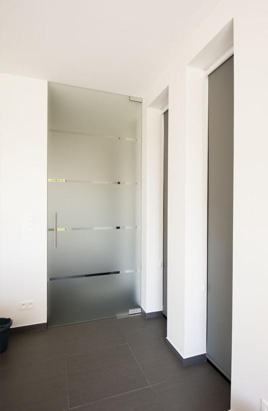 Kamerhoge glazen deur | Meubelmakerij Ceulemans Lier